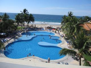 Condo On The Beach In Ixtapa, Sea View, 2 Bedrooms.    Condo En La Playa De Ixtapa, Vista Al Mar, 2 Recamaras.
