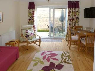 COSIE, town centre location, family holiday home, close to beach, in Shanklin, Ref 917114