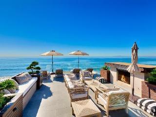 Waterfront Contemporary Villa Delfine with Rooftop Terrace & Beach Access, Malibú