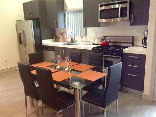 Central Los Angeles, Modern, 2 Bd, 2 Bath