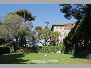 Ideal for Rome Discover, Seaside, Large Garden