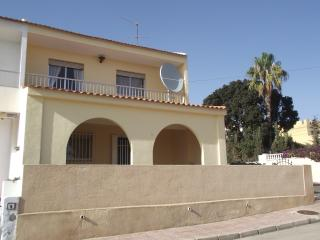 Bolnuevo beach villa, sleeps 7, 4 bedroom,UK Tv.