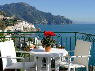 Panoramic apartment Blue flowers B, Amalfi