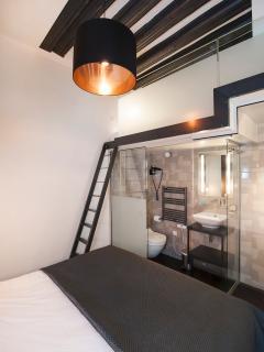 bedroom upper bed