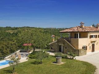 Villa Momiano, Buje
