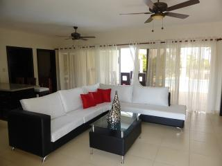 What a find! Decor is exceptional yet comfortable. 9722 gal rainbow lit pool with sunbed ledge with beautiful garden lighting.   each bedroom has a private bathroom and TV in every bedroom also outside by the pool to sit down and gaze at the stars at nigh, Cabarete