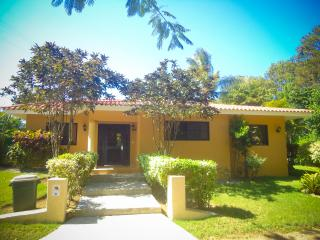 A two bedroom villa Margarita that suits for a relaxed vacation or living. TV in the living room, safe in the master bedroom and Wi-Fi included! Marvelously landscaped private backyard for a great BBQ evening with your friends and family! Very close to th, Sosúa