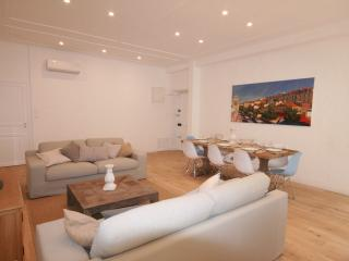 Luxury 3 Bed Apartment in Unbeatable Location, Nice