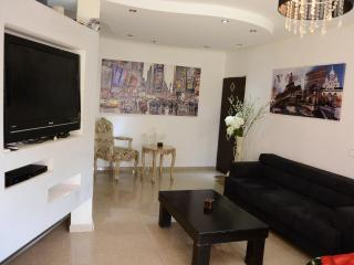 big studio with yard near the beach, Eilat