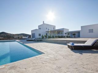 VILLABEAT  |  Villa Mare, Antiparos