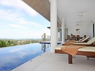 Villa Alangkarn Andaman - 5 Bed - Infinity Pool with Incredible View, Kata Beach