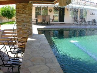 The Desert Jewel -3 Bed + 4th/Den 2 Bath - Resort Style Pool /w Swim Up Bar!!