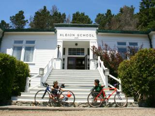 THE ALBION SCHOOLHOUSE perfect getaway, ocean view, Mendocino