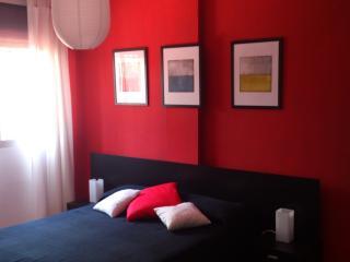El dormitorio principal tiene una cama de matrimonio de 140x200