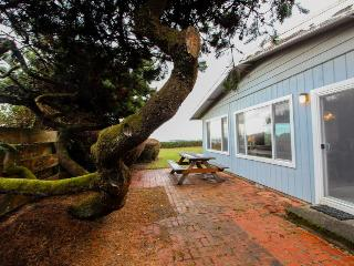 Dog-friendly waterfront home w/ a private path to the beach, Waldport