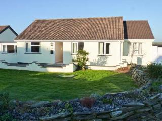POET'S RETREAT, pet-friendly wheelchair-accessible cottage with sea views, WiFi, garden, near Crackington Haven Ref 29634