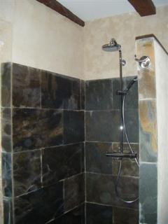 douche à l italienne en pierre - salle de bains