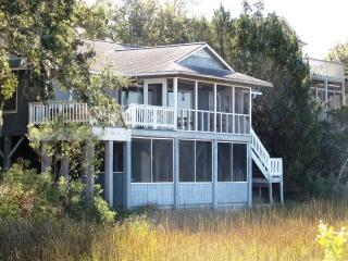 "702 Jungle Shores Dr - ""Marsh Madness"", Isla de Edisto"