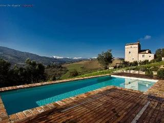 5 beds villa with pool in Le Marche, Montedinove
