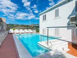 Villa rental in Dubrovnik with swimming pool
