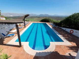 Splash-space for big groups of friends and families in the 17 metre private pool