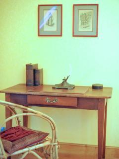 Chambre, coin bureau, gite à Bayeux