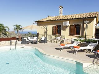 VILLA ANDREA with pool, Castellammare del Golfo
