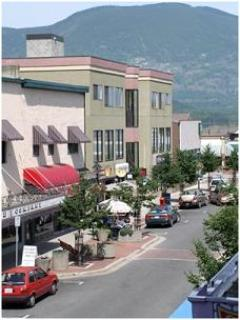 Take a drive to Salmon Arm go down the Pier & visit all the local shops (visit Shuswap Pie Company!!