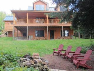 Haley Hideaway - Stunning lakefront cabin!