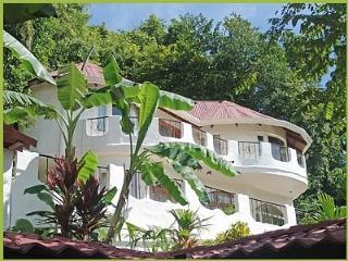 Private Secluded Home in Jaco Beach best location, Jacó