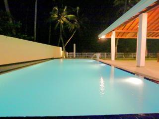 Hikkaduwa Ocean Front 'The Palms Villa'/Large Pool