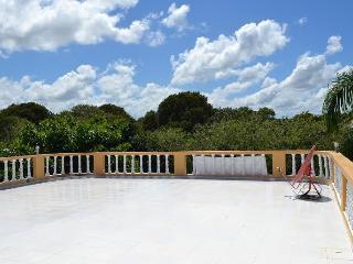 City Villa, big pool. Garden. Ocean View. 4bedrooms. Security. Closed territory.