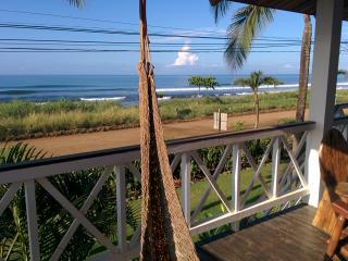 TRUE Beachfront Bungalow, Playa Hermosa