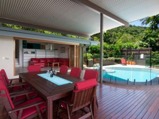 Highview Edge Hill, great views, large deck & pool