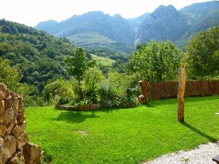 Jascal - Casa Rural en Picos de Europa - Jardín independiente
