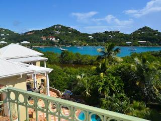 Reefside Villa: Large 5 Bedroom with Full AC and Private Beach!, Cruz Bay