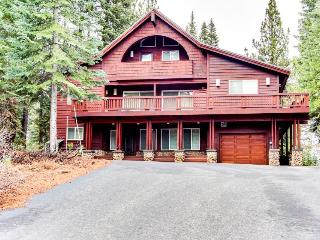 Enjoy golf onsite at this gorgeous chalet-style home!, Truckee
