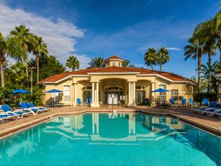 Spacious 7 bedroom house with pool, next to Disney