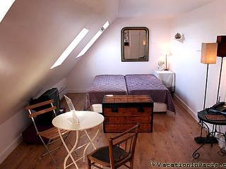 Cozy Central Right Bank Studio in Paris