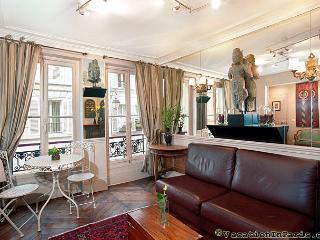 Island Twin I, Luxury Two Bedroom - ID# 190, Paris