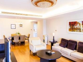 FamilyFriendly RESIDENCE in CENTRAL next to MTR*CLEAN COMFORTABLE for up to 8