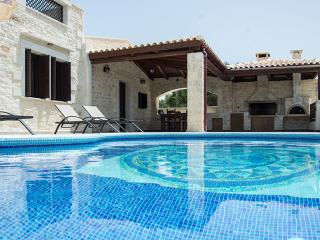 Brand New Villa! Pool & garden! LOW RATES FOR JUNE, Panormos