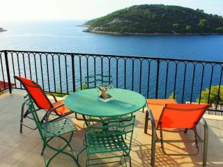 Spacious 2-bedroom apartment with amazing sea view, Vela Luka
