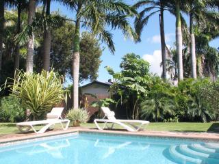 KAS KINIKINI 3-bedroom villa with tropical garden, Willemstad