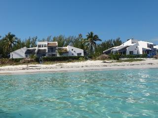 Beautiful Boutique Beach Front Double Villa, Great Harbour Cay