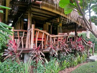 BIG FAMILY BUNGALOW near Balangan beach