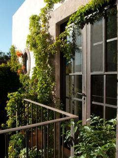 Courtyard balcony