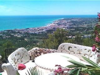 Views across sea and Costa del Azahar