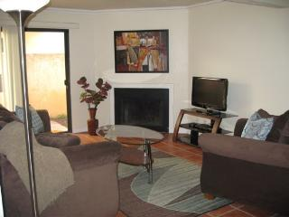 Lovely Long Beach condo with private patio