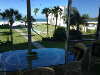 2BR w/ view of the white sand of Crescent Beach - 12 South, Siesta Key